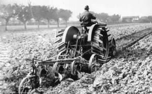 Dopo la guerra si sviluppò un'attività di sindacato d'impresa con la fissazione di tariffari che comprendevano anche l'aratura e le altre lavorazioni agricole.