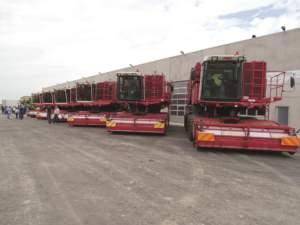 L'impressionante serie di macchine da raccolta per il pisello di proprietà Bianchini.