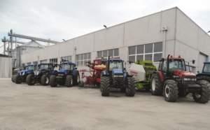 Veduta parziale dei trattori a disposizione della ditta Agritecnica.