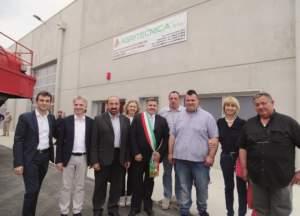 Foto di gruppo con tutte le autorità intervenute.