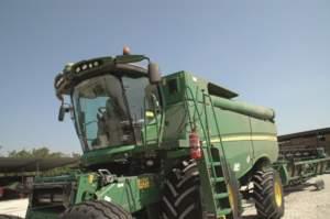 I Verucchi raccolgono grano, mais e soia con cinque mietitrebbie, tutte John Deere.