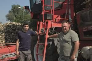 Claudio Verucchi con due dei suoi operatori nel comparto bietole.