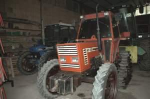 Vecchi trattori con cingoli posteriori se la cavano benissimo nelle risaie.