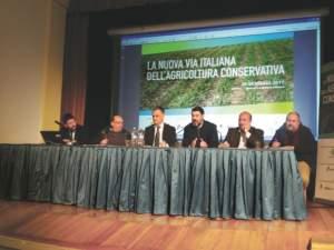 il tavolo con il confronto di esperienze con (da sinistra) Primieri, Ridolfi, Elias, Ramadori e Mattei.
