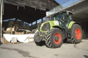 Claas Axion 850, acquistato due anni fa per fare aratura e trasporto di trinciato.